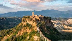 Civita di Bagnoregio è un'affascinante città medioevale del centro Italia, nei pressi di Viterbo